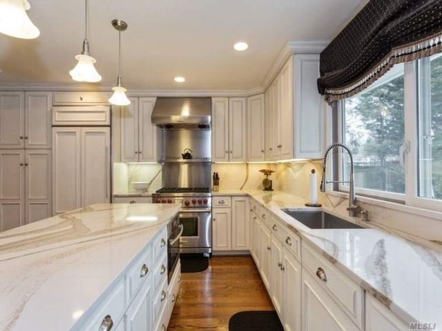 4 BR,  3.00 BTH Ranch style home in Muttontown