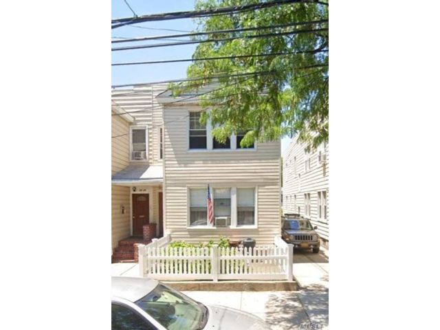 3 BR,  1.00 BTH Apt in house style home in Woodside