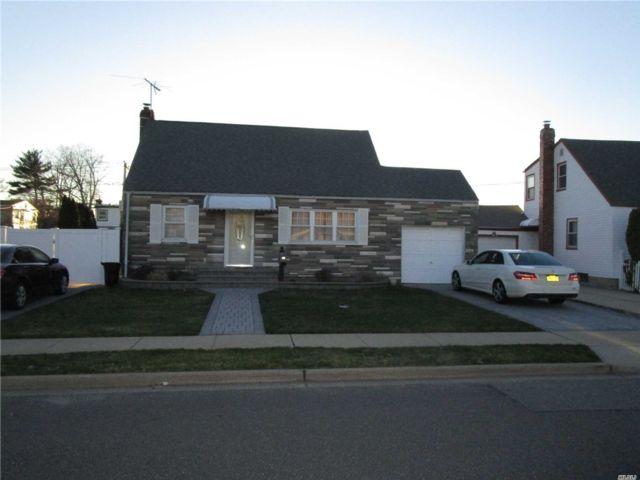 3 BR,  2.00 BTH Cape style home in Hicksville