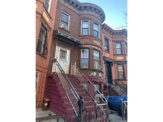 8 BR,  4.00 BTH  Other style home in Sunset Park