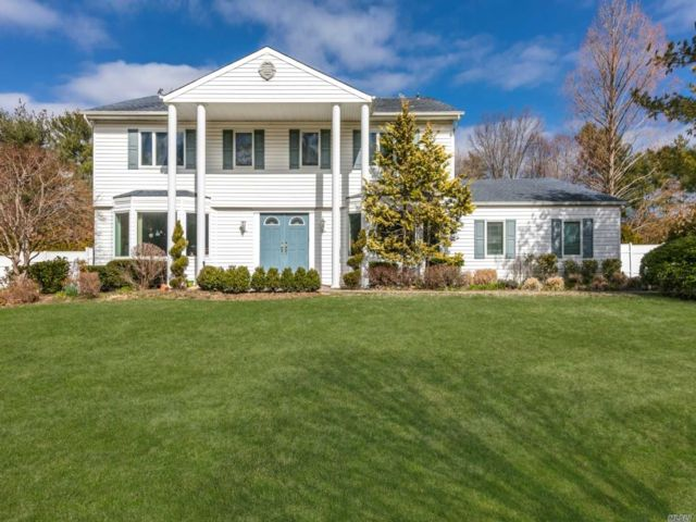 5 BR,  3.50 BTH  Colonial style home in Dix Hills
