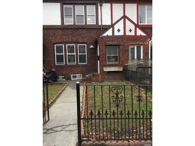 4 BR,  2.00 BTH  Apt in house style home in Jackson Heights