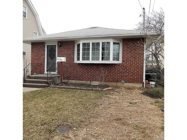 3 BR,  2.00 BTH Ranch style home in Hicksville