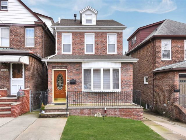 2 BR,  3.50 BTH 2 story style home in Bayside