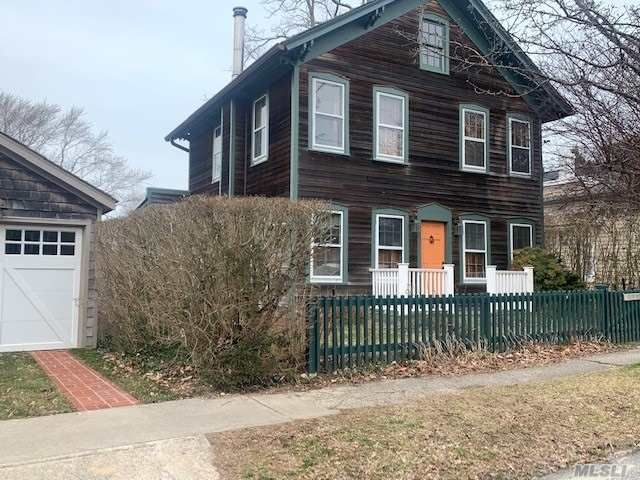 3 BR,  3.00 BTH Colonial style home in Sag Harbor