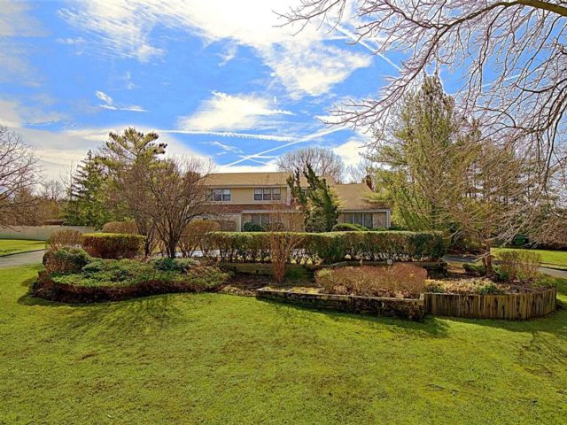 5 BR,  3.50 BTH Contemporary style home in Melville