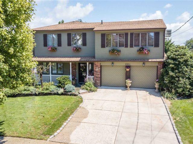 [Merrick Real Estate, listing number 3107401]