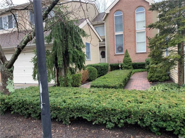 2 BR,  3.50 BTH  Condo style home in Smithtown