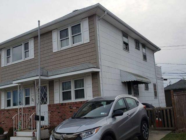 4 BR,  2.00 BTH Duplex style home in Island Park