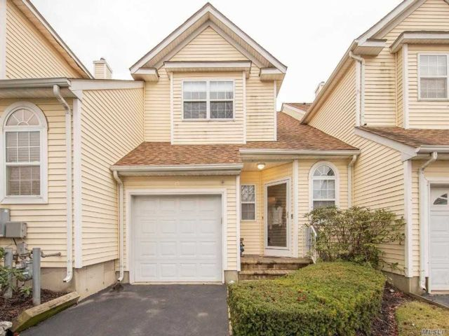 3 BR,  2.50 BTH Homeowner assoc style home in Melville