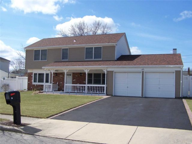 4 BR,  2.50 BTH  Colonial style home in Lake Grove