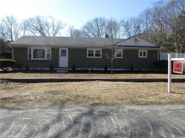 4 BR,  2.00 BTH Exp ranch style home in Flanders