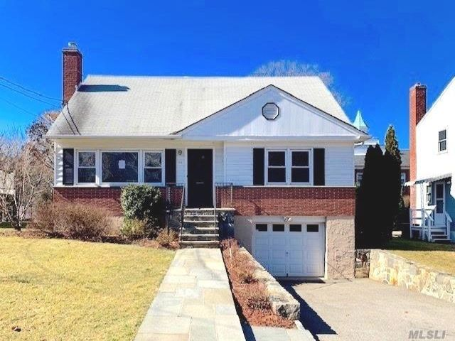 4 BR,  2.00 BTH  Cape style home in Bronxville
