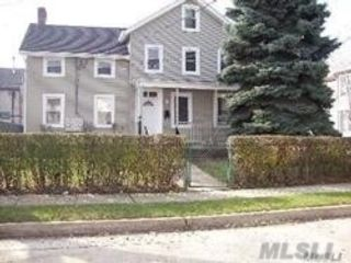 3 BR,  1.50 BTH  Apt in house style home in Oyster Bay