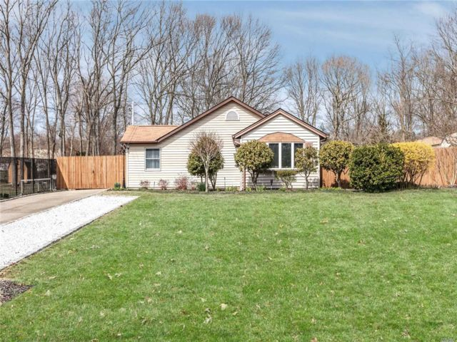 3 BR,  1.50 BTH Exp ranch style home in Ronkonkoma