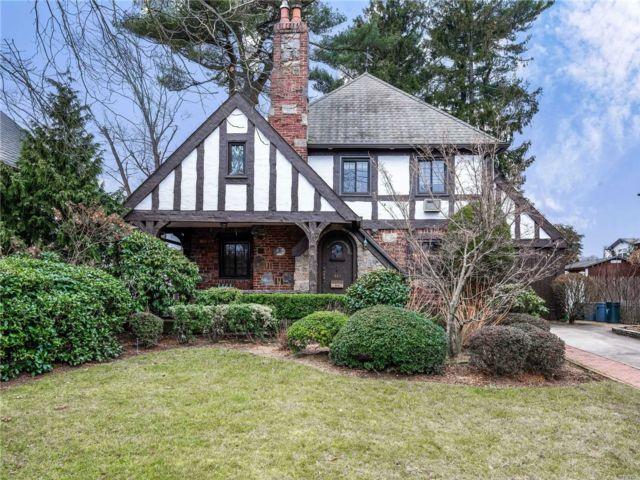 [Merrick Real Estate, listing number 3107568]