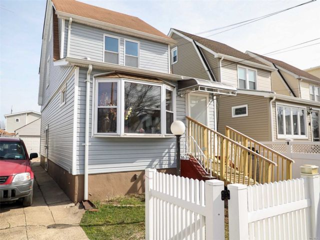 2 BR,  2.00 BTH  Colonial style home in Laurelton