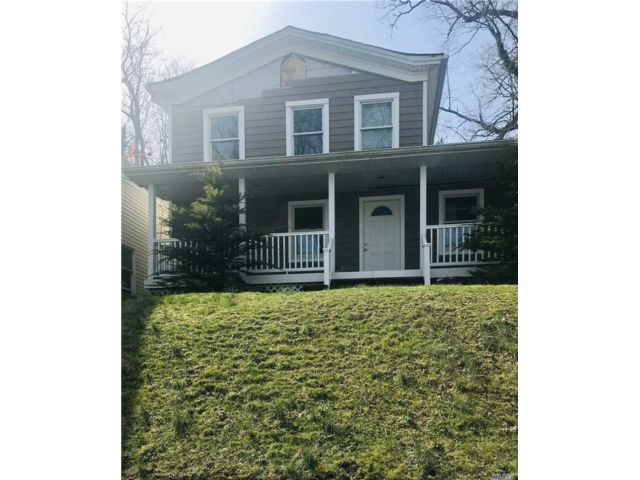 3 BR,  2.00 BTH 2 story style home in Port Jefferson