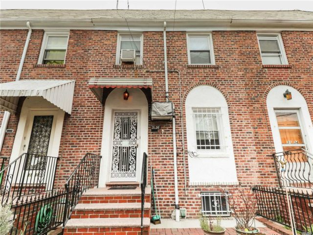 3 BR,  2.00 BTH Other style home in Woodside