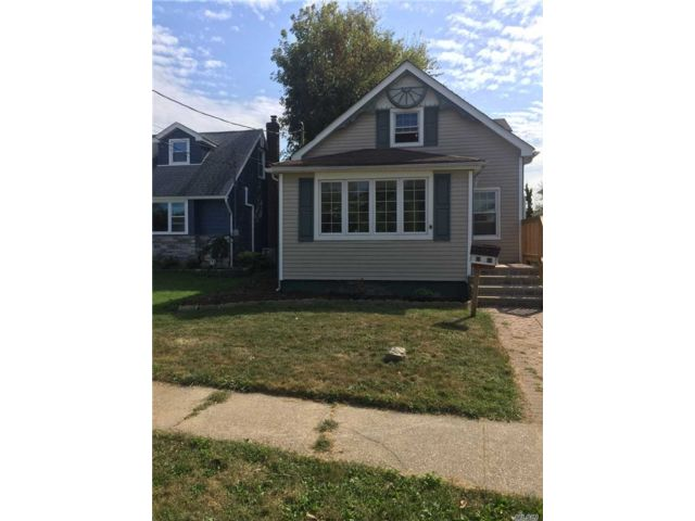 3 BR,  1.00 BTH  Bungalow style home in East Meadow