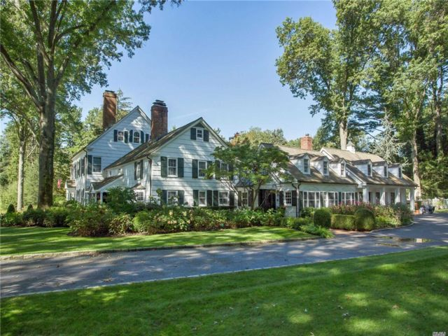 5 BR,  7.00 BTH Colonial style home in Old Westbury