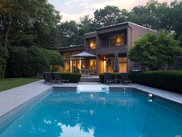4 BR,  4.00 BTH Contemporary style home in East Quogue