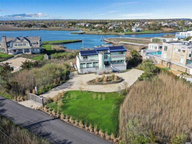 4 BR,  4.00 BTH Contemporary style home in Quogue