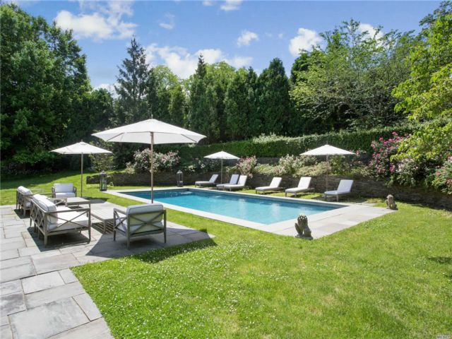 5 BR,  4.00 BTH  Other style home in Locust Valley