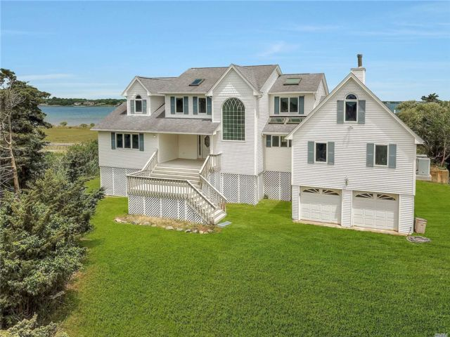 4 BR,  3.00 BTH  Post modern style home in East Moriches