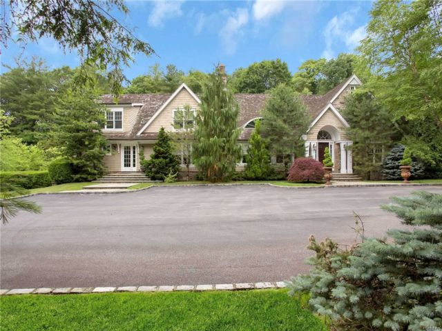 6 BR,  7.00 BTH  Farm ranch style home in Old Westbury
