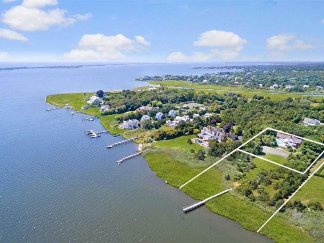 5 BR,  6.00 BTH Contemporary style home in Westhampton