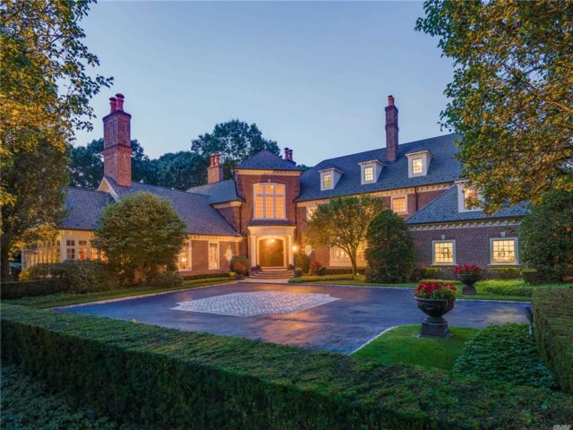 6 BR,  9.00 BTH  Estate style home in Upper Brookville