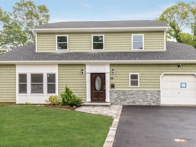 3 BR,  3.00 BTH  Colonial style home in Copiague
