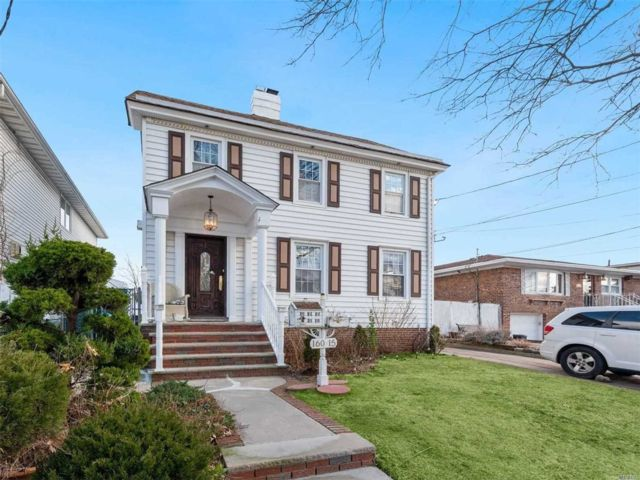 3 BR,  3.00 BTH Colonial style home in Howard Beach