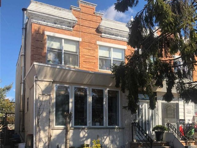 3 BR,  2.00 BTH Duplex style home in Bensonhurst