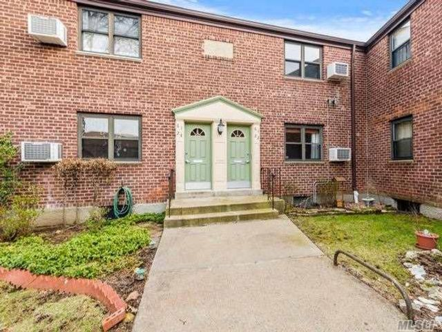 2 BR,  1.00 BTH Co-op style home in Douglaston