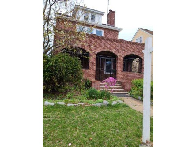 3 BR,  2.00 BTH  Colonial style home in Laurelton