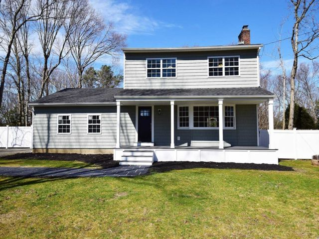 3 BR,  2.00 BTH Colonial style home in Smithtown