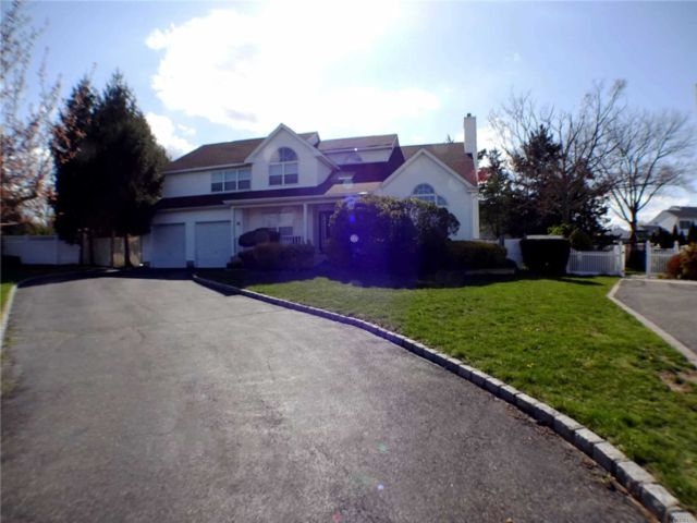[Commack Real Estate, listing number 3109224]