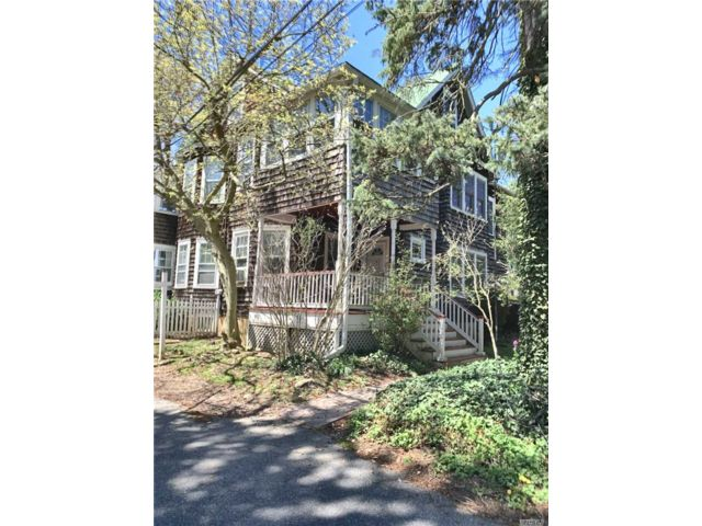 3 BR,  2.00 BTH Other style home in Sea Cliff