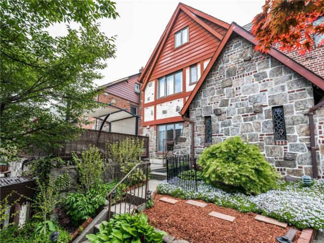 4 BR,  4.00 BTH  Tudor style home in Flushing