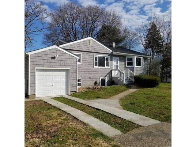 3 BR,  2.00 BTH Raised ranch style home in Central Islip