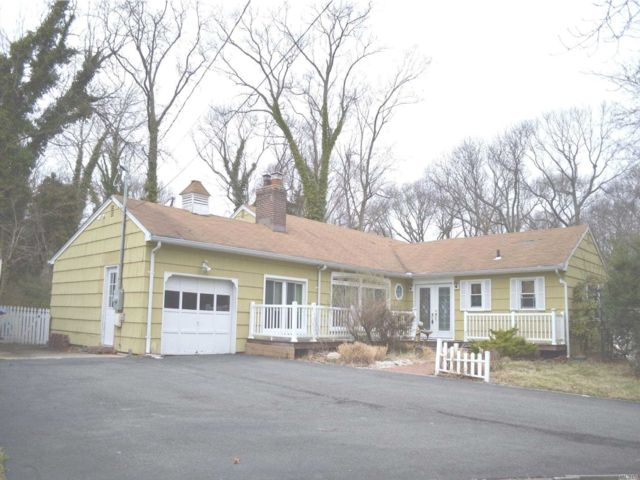 4 BR,  4.00 BTH  Exp ranch style home in Stony Brook