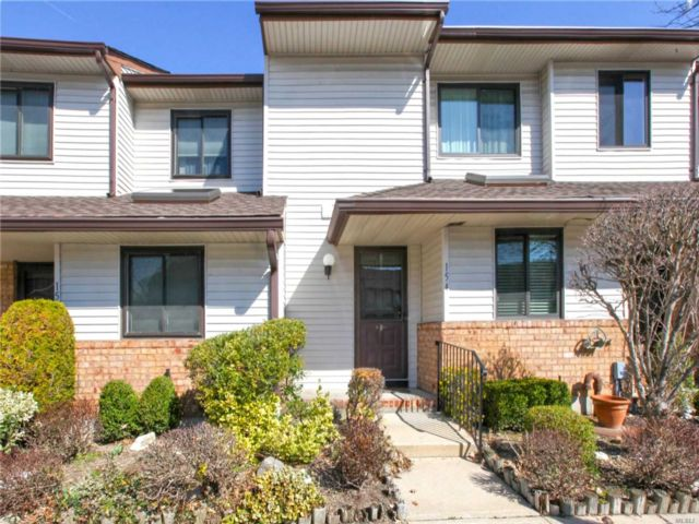 2 BR,  2.00 BTH Townhouse style home in Wantagh