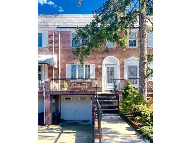 3 BR,  1.00 BTH  Townhouse style home in Flushing
