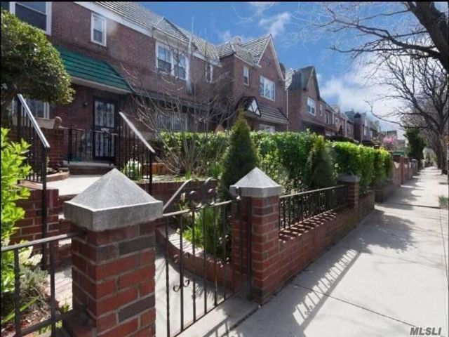 3 BR,  2.00 BTH Tudor style home in Woodside