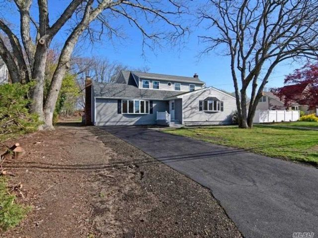 6 BR,  2.00 BTH  Exp cape style home in West Babylon