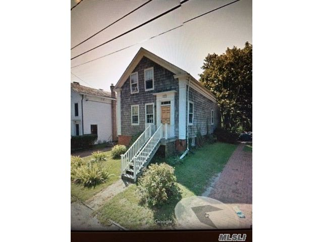 4 BR,  3.00 BTH Colonial style home in Sag Harbor