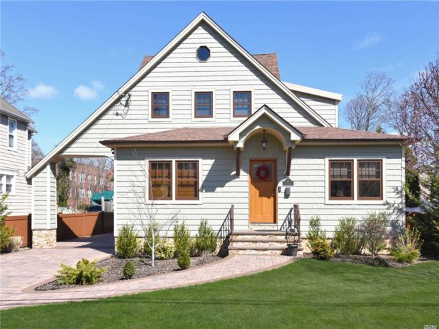4 BR,  3.00 BTH 2 story style home in Rockville Centre