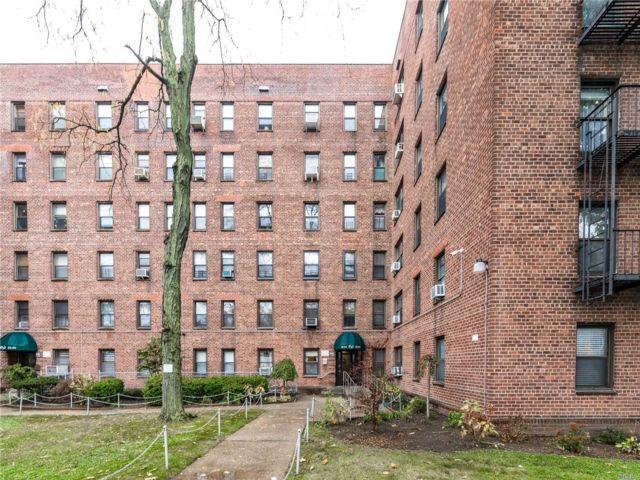 2 BR,  1.00 BTH Garden apartmen style home in Maspeth